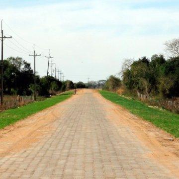 """Fiscalización de la Construcción de Obras de Pavimentación en la Red Vial Nacional"""" Tramos: Depto. Itapúa: B° Kaaguy Rory – 4 Potreros- Ruta 6= 13 ,5 km. Ruta 6 - Cap. Meza = 8km. Acceso Este a Leandro Oviedo= 1,3km. Yatytay – Colonia San Rafael= 17km. Depto. Ñeembucú: Gral. Diaz – Mayor Martínez = 16+,07km y Mayor Martínez – Ita Cora 10,07km. Total: 65,94 km"""